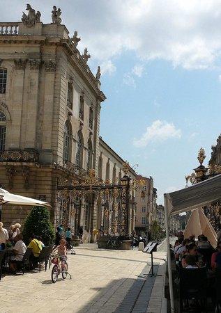 Chambres des quatre coins du monde: Place Stanislas à Nancy