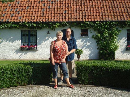 Droomkerke B&B: aan de ingang van de enige kamer sluitend aan hun privé vertrekken