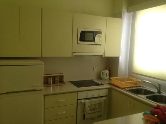 Paphinia Sea View Apartments: Kitchen