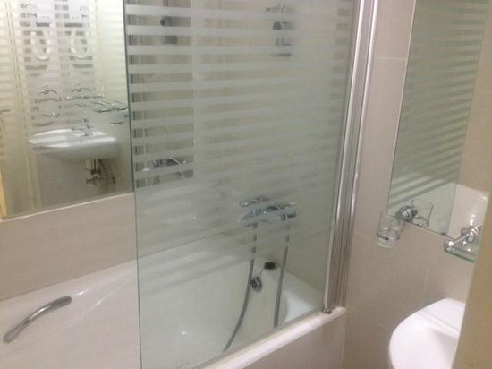 Paphinia Sea View Apartments: Bathroom
