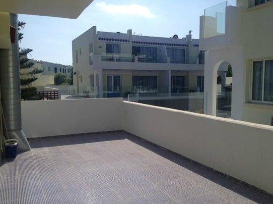 Paphinia Sea View Apartments: Apartment Block