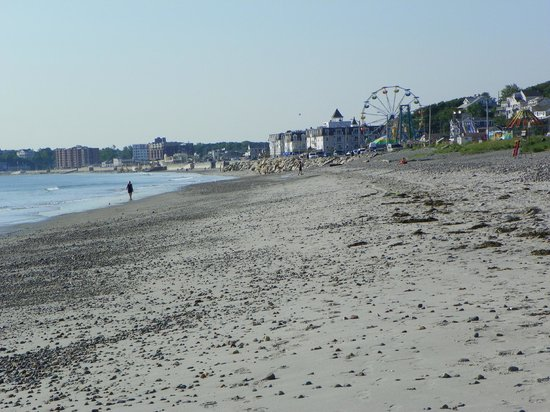Nantasket Beach Resort: Looking south at low tide