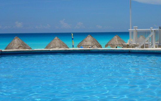 Golden Parnassus All Inclusive Resort & Spa Cancun: pool, beach and huts