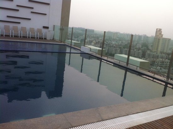 Hilton Garden Inn Gurgaon Baani Square: Pool At the Top Floor!