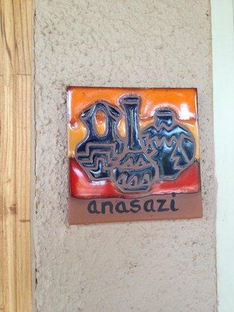 Adobe Hacienda Bed & Breakfast: Anasazi room tile