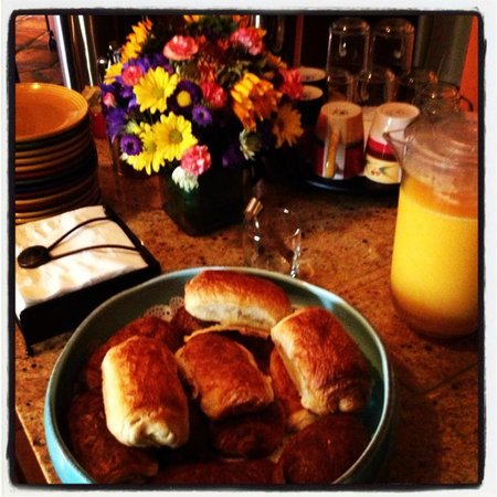 Avila La Fonda Hotel: Beautiful breakfast croissants (chocolate), oj and coffee every day!