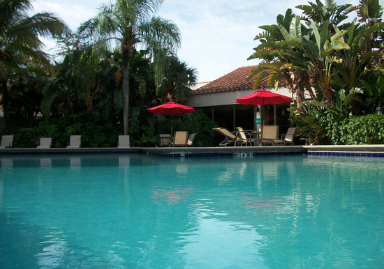 Ramada West Palm Beach Airport: Relax at our Tropical Pool