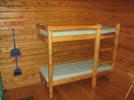 AtRivers Edge RV Resort: bunks:  They're large enough so that I was comfortable on them.