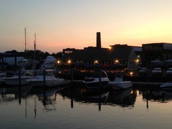 Nellie Green's: Back of restaurant from the water at dusk