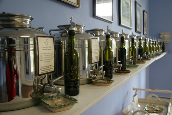 Abingdon Olive Oil Company: The Balsamic Vinegar Room & The Balsamic Vinegar Room - Picture of Abingdon Olive Oil Company ...