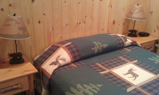 Evergreen Motel: bedroom cabin 4