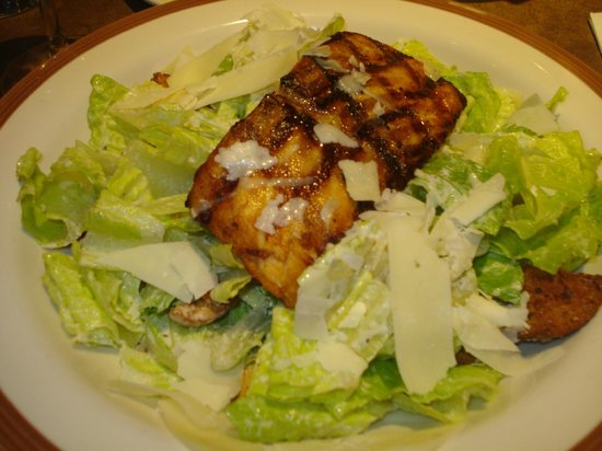 Bertucci's : Salmão e caesar salad