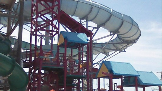 Splash Zone Water Park : One of the slides