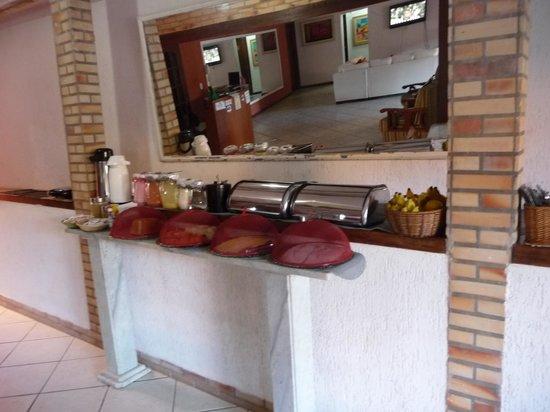 Pousada Cantinho de Geriba: The breakfast buffet