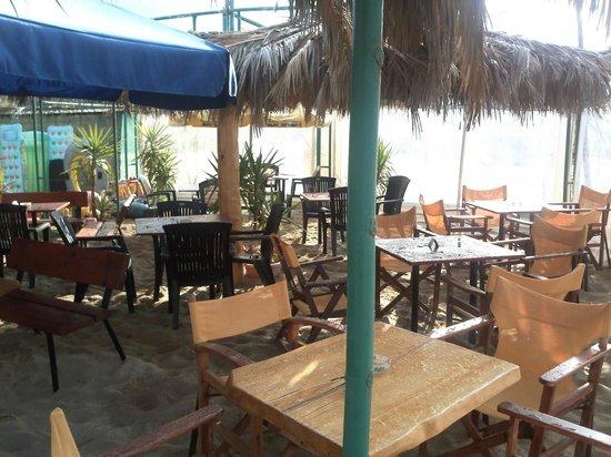 Sun Kiss Beach Bar: during the day for food