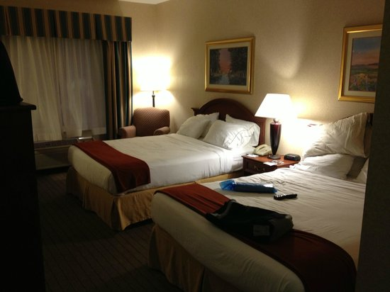 Holiday Inn Express and Suites Independence: Two queen beds
