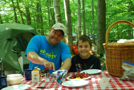 Egg Harbor Campground : breakfast at our campsite