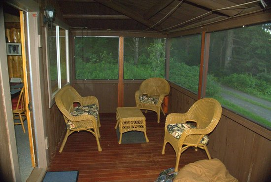 Cabins at Lopstick : Screened in porch