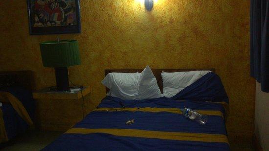 hotel cervantino: double bedroom