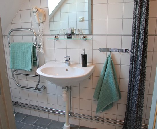 Hotell Oskar : Fully tiled bathrooms with under-floor heating in all rooms