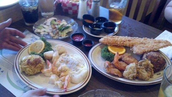 Mike's Restaurant & Crab House: Broiled and fried seafood platters