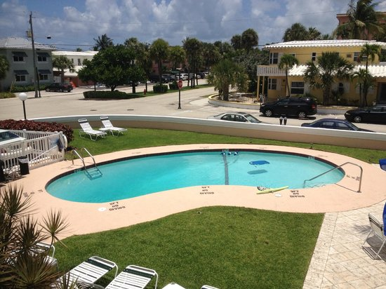 Coral Key Inn: pool deck from the 2nd floor