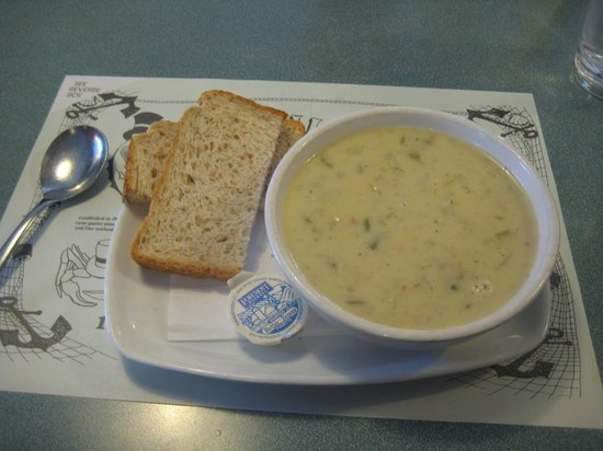 Smiles Seafood Cafe: clam chowder