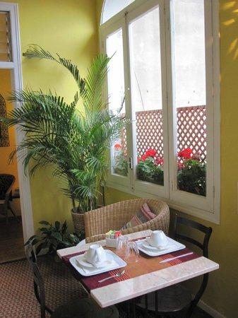 Bonic: Wonderful breakfast in the dining/common area