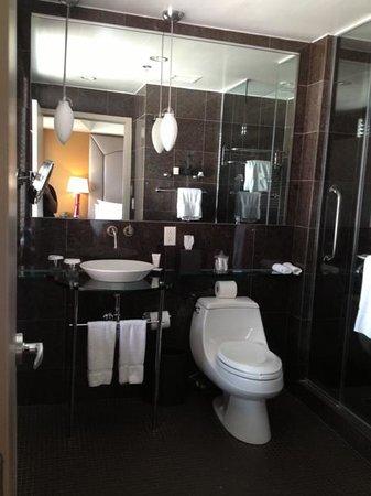 The Sam Houston, Curio Collection by Hilton: Bathroom