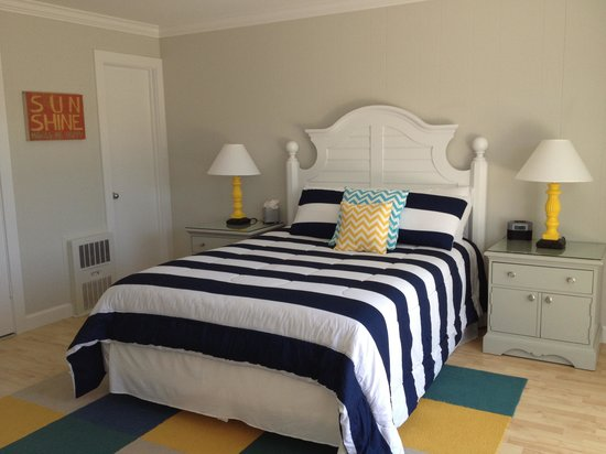 Cove Place: The beautiful renovated room