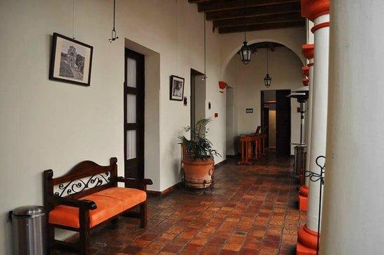 Plaza Magnolias Hotel : Pasillos