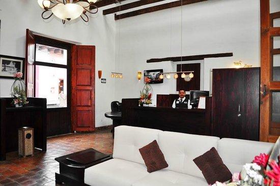 Plaza Magnolias Hotel: Recepción