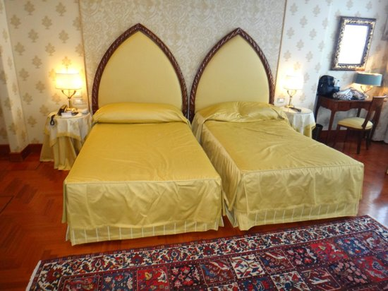 Hotel Palazzo Stern: Beds in Room 304