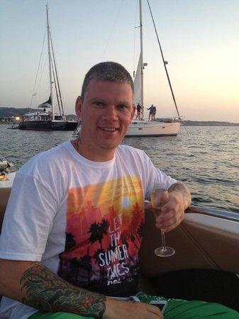 Mamboats Charters Ibiza: Enjoying the champagne!