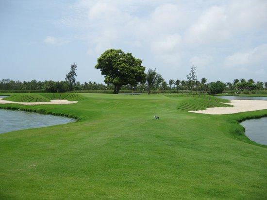 Barcelo Lakes Golf Course : Hole 9...Beautiful!!