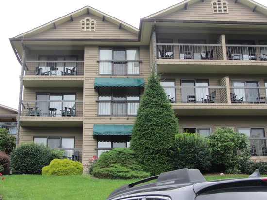 Chetola Resort at Blowing Rock : lake view rooms (they have balconies)