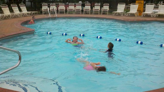 Wells Beach Resort Campground: The heated pool was a main stop for us, never over crowded.