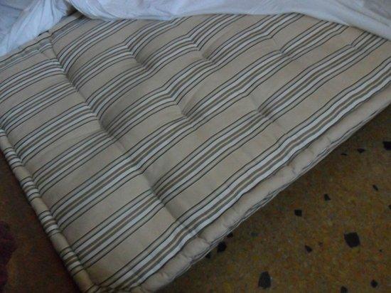 Locanda ai Bareteri: Colchón de la cama