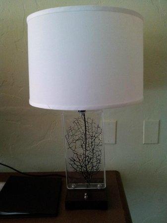 Carmel Mission Inn & Fuse Lounge Cafe: tablelamp