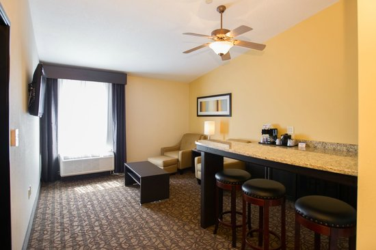 Holiday Inn Express Hotel & Suites Topeka West I70 & Wanamaker: Executive Suite