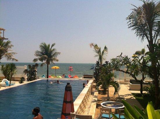 Ocean View Residence: Pool