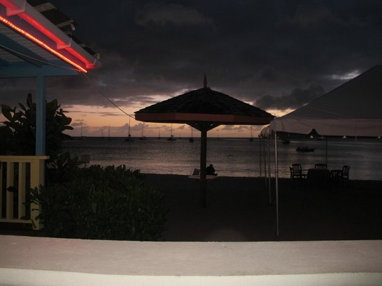 Hi Tide Restaurant at Bay Gardens Beach Resort: Sunset during the manager's reception.
