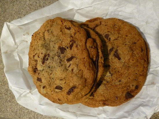 Fancy Cakes by Leslie: A photo of two Man Cookies!