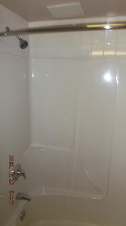 Comfort Inn & Suites Calgary Airport: 80s shower