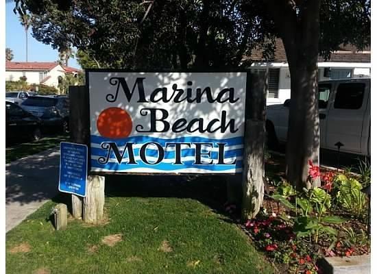 Marina Beach Motel: Signage