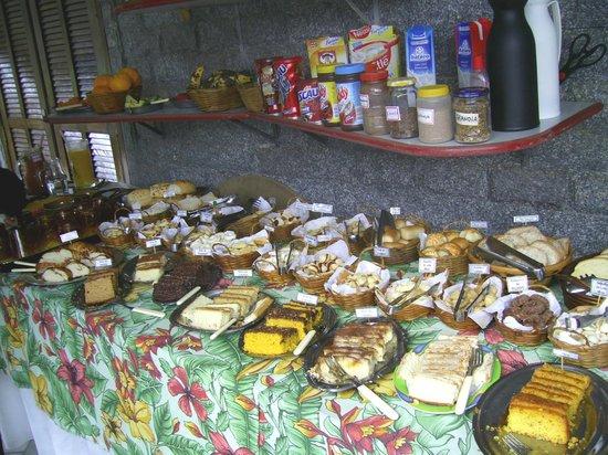 Pousada Da Nina: O buffet farto do café da manhã