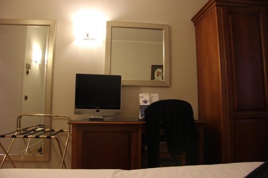 Hotel Plaza : Part of the room