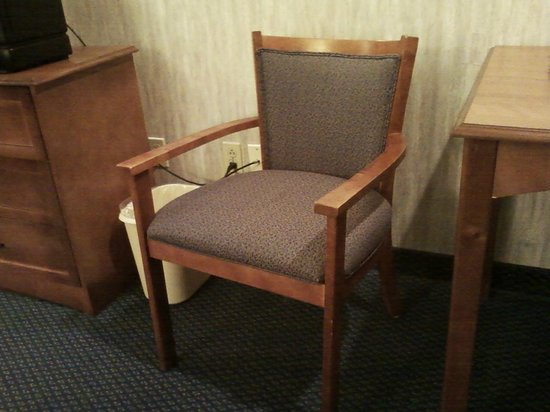 Baraga Lakeside Inn: One of the chairs in the room