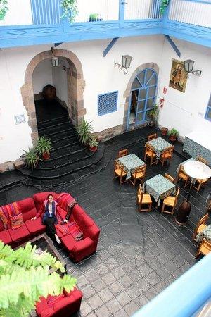 Hostal Inti Wasi - Plaza de Armas: courtyard