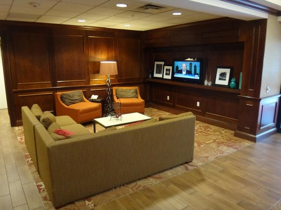 Hampton Inn Long Island - Brookhaven: Hotel lobby